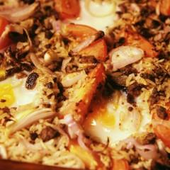 Rijstschotel met ui en ei