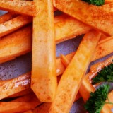 Oranje frites bakken